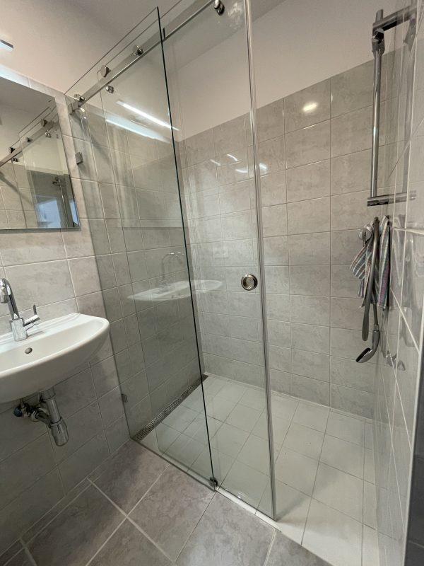 Sprcha zasúvacie dvere
